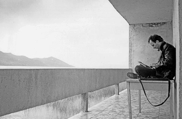 Skutari-See (Shkodra-See)im Norden Albaniens unweit der Grenze zu Kosovo 1992: FR-Redakteur Jürgen Schultheis berichtet über die Not der Menschen kurz nach der Revolution und über die Machenschaften einer kriminellen Gruppe, die illegal nicht mehr verwendbare und hochgiftige Pflanzenschutzmittel aus dem Osten Deutschlands nach Albanien geschafft hatte.